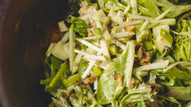 Spring Mix with Apples, Walnuts and Maple Mustard Vinaigrette
